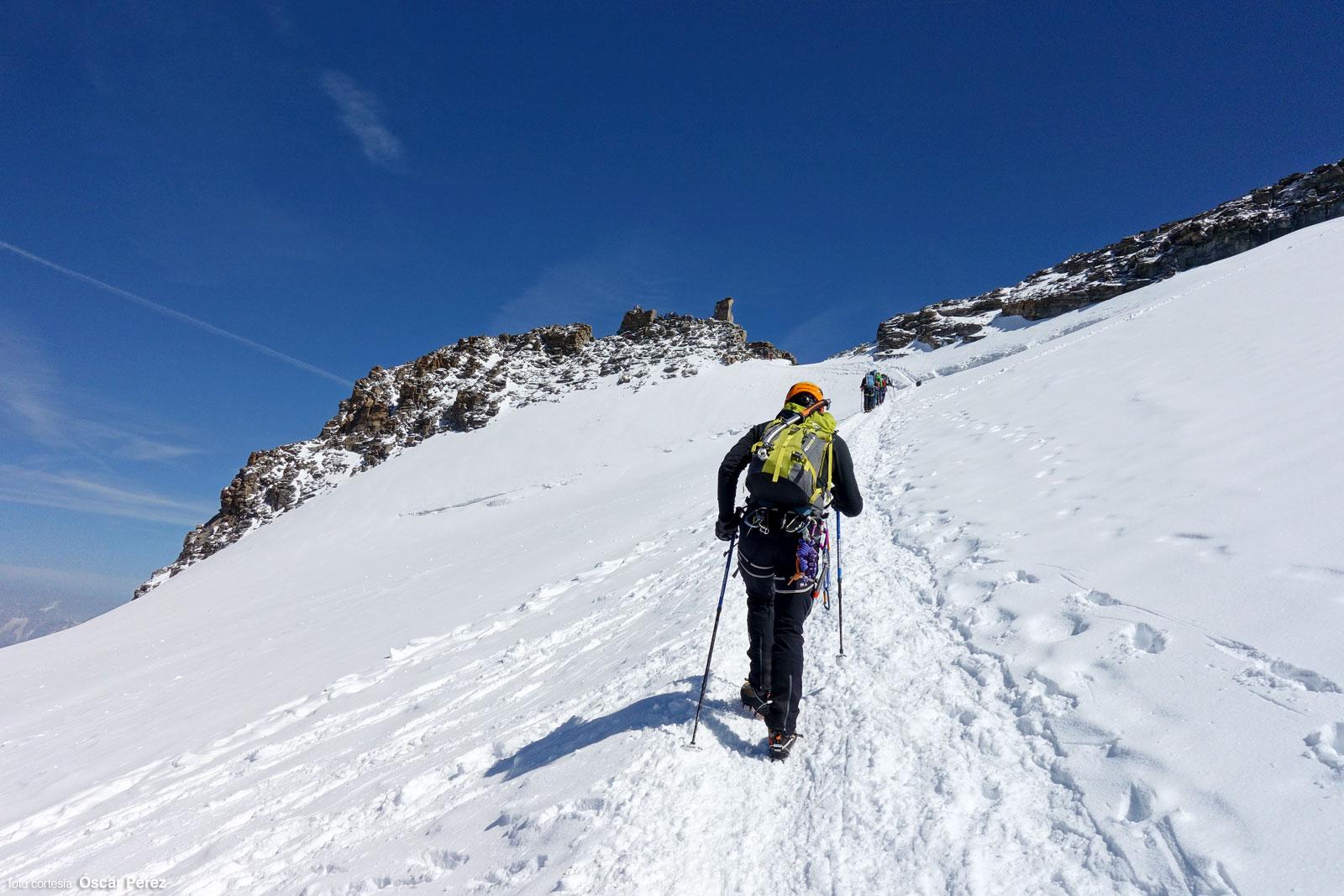 Última rampa de nieve antes de la cumbre del Gran Paradiso
