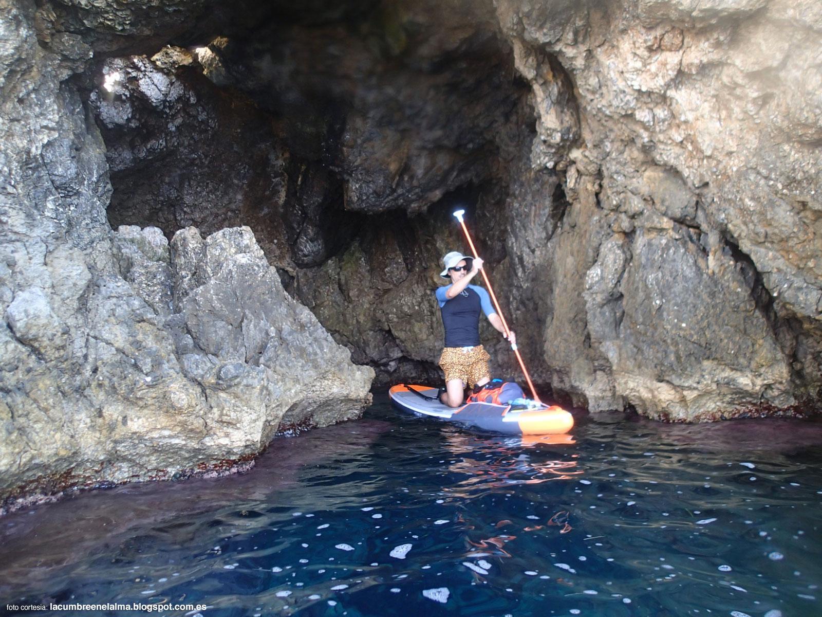 Saliendo de la cova del Llop Marí. Isla de Tabarca