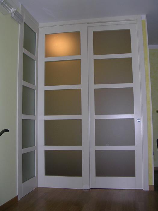 Porta scorrevole vetro e legno  Modello ad angolo Padova  Realizzazione porte finestre
