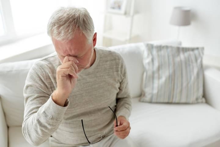 De ce qui tombe la pression d'une personne âgée