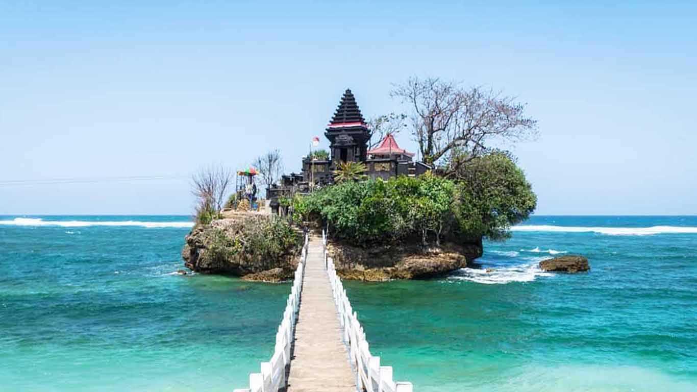 Pantai Balekambang: Informasi Rute dan Harga Tiket Masuk