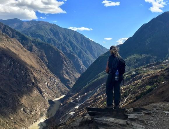 Trek des gorges du saut du tigre, yunnan, trek, montagnes