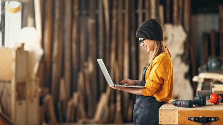 Finanziamento a fondo perduto pari al 40% per le PMI a prevalente partecipazione femminile.