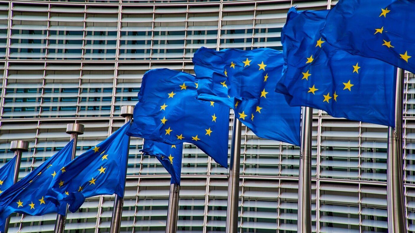 Bandiere europee che sventolano