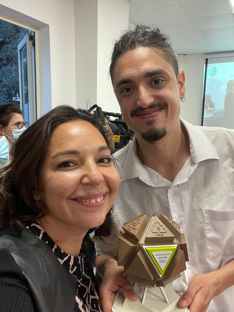 L'arte per il covid De Luca premiato. Lucia Zappacosta e De Luca