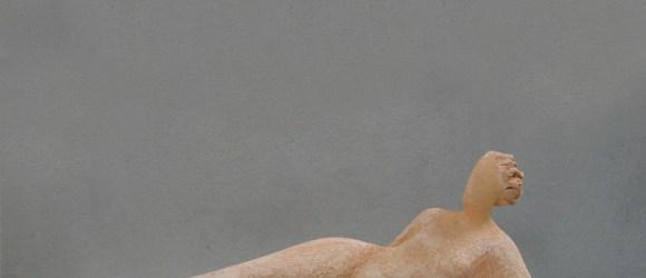 Scultore Paolo Moro. Scultura in terracotta. Titolo donna sdraiata