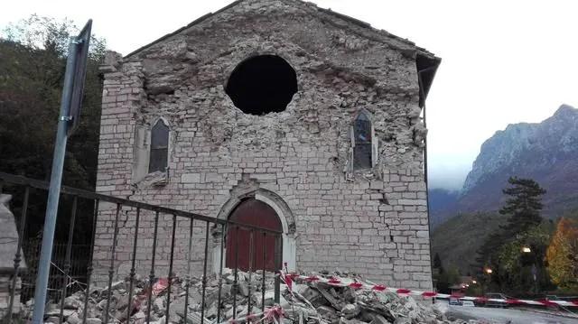 La facciata della chiesa di Santa Maria Assunta a Ussita