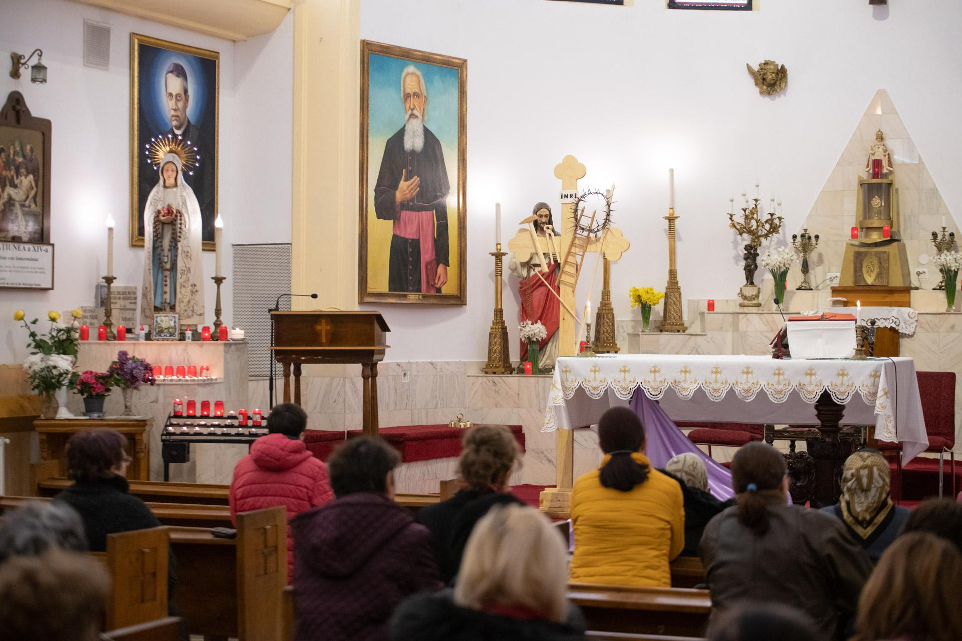 Parohia Sfânta Elena: loc de pelerinaj al bucureștenilor   VIDEO
