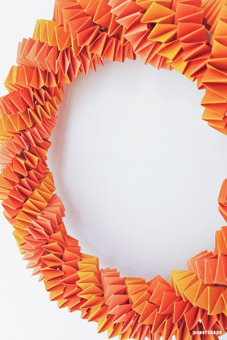 Einfachen Papier Herbstkranz als Deko basteln mit Kindern