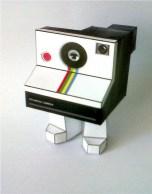 Papercraft imprimible y armable de una cámara fotográfica Polaroid. manualidades a Raudales.