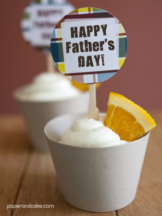https://www.paperandcake.com/2013/05/28/blue-moon-cupcakes-with-blue-moon-buttercream-frosting-free-dads-day-cupcake-topper/