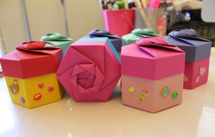 Video Tutorial - Origami Hexagonal Gift Box via @paper_kawaii