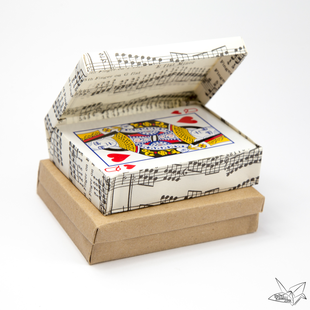 Custom Size Hinged Origami Box - Playing Cards Box via @paper_kawaii