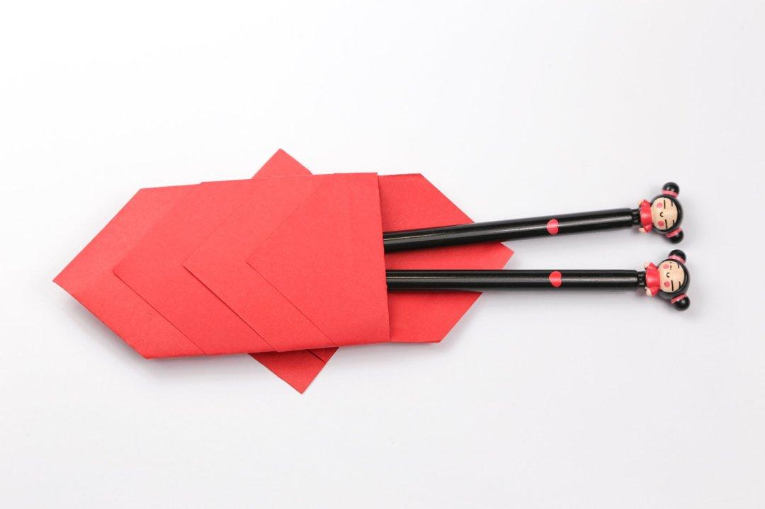 Chopstick Holder Fish via @paper_kawaii