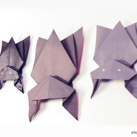 Hanging Origami Bat For Halloween via @paper_kawaii