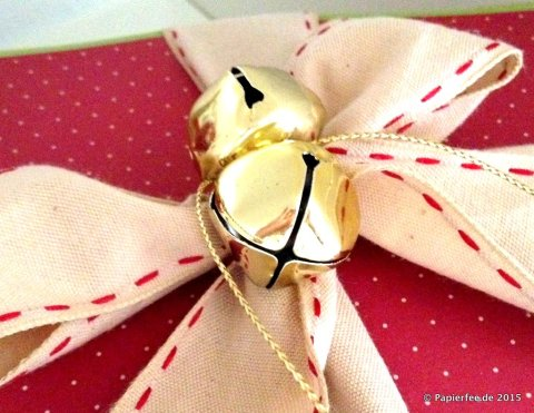 Stampin'Up!, Geschenkbox, Designerpapier Fröhliche Feiertage, Goldfolie, Geschenkidee, Sandfarbene Geschenkbox