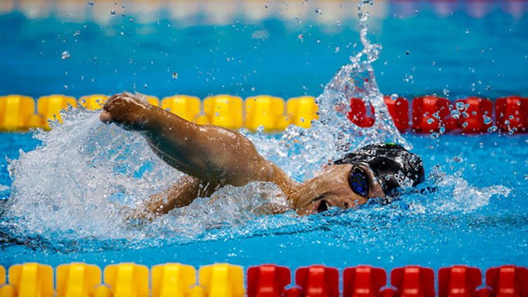 Rio de Janeiro, Brasil, 8 de Setembro. Daniel Dias nadando da final dos 200m livre categoria S5 no Estádio Aquático Olímpico Jogos Paralímpicos do Rio de Janeiro. Créditos: Heusi Action / Gabriel Heusi
