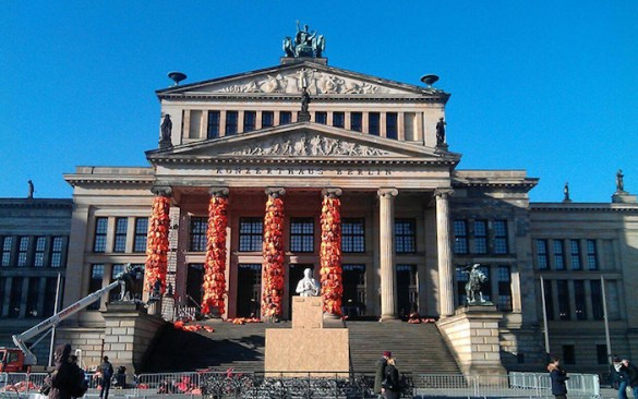 (Gallery) A Love Letter From Lesvos: Artist Covers Berlin Concert Hall with Life Vests Used by Refugees To Raise Awareness of Humanitarian Crisis