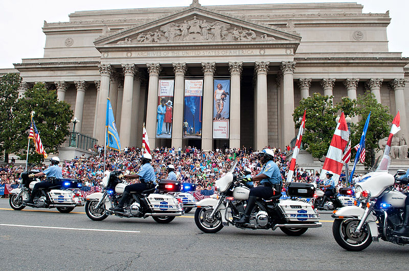 800px-Washington_Metropolitan_Police_Department_officers_participate_in_the_2013_National_Memorial_Day_Parade_in_Washington,_D.C.,_May_27,_2013_130527-A-AO884-123