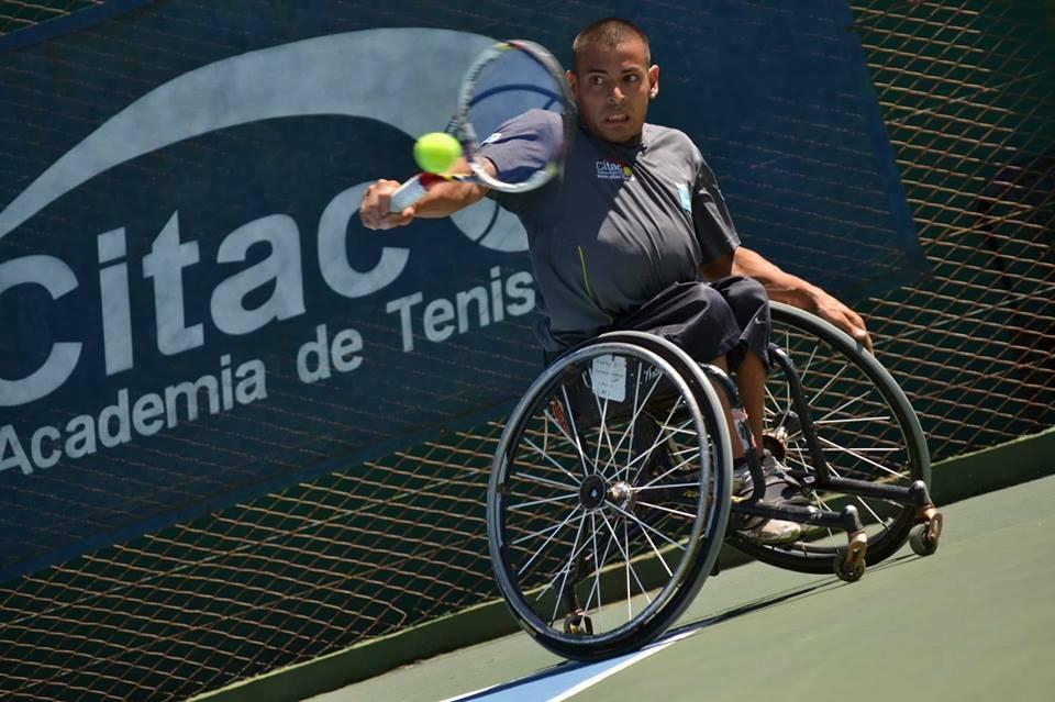 Tenis adaptado: Casco avanza en Bélgica
