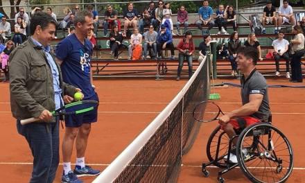 Tenis adaptado: Gustavo Fernández brindó una clínica en Vicente López