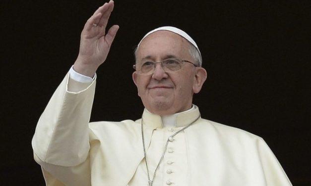 """El Papa Francisco saludó a los jugadores de la Selección Argentina de fútbol talla baja: """"Nunca pierdan el espíritu amateur"""""""