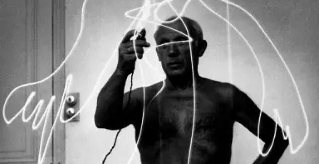 Picasso tekent met licht