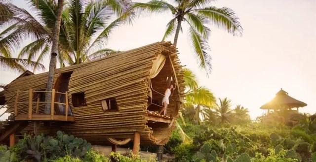 Een boomhut van bamboe