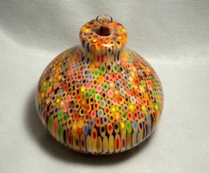 Zo maak je een vaas van kleurpotloden