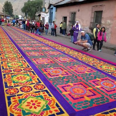 De prachtige bloemen (en groente) tapijten van Antigua