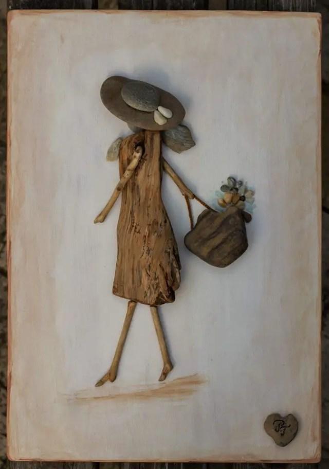 stenen vrouw met tas