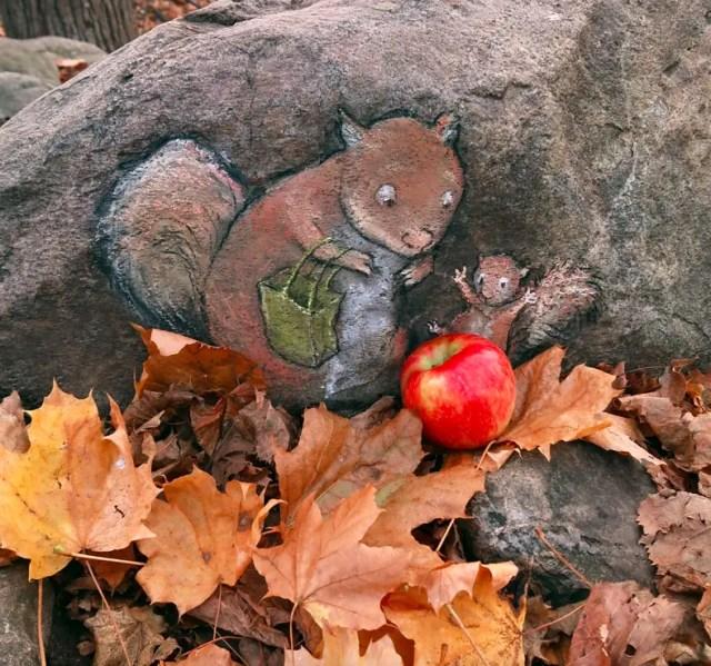 Mama eekhoorn vindt appel