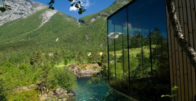 Dit prachtige natuurhotel gaat helemaal op in het Noorse landschap