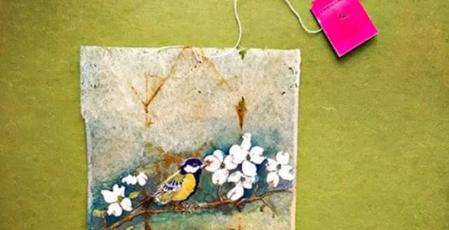 Kunstenares maakt prachtige kunst op gedroogde theezakjes