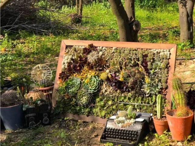 typemachines als kunstobject in de tuin Afterawhile