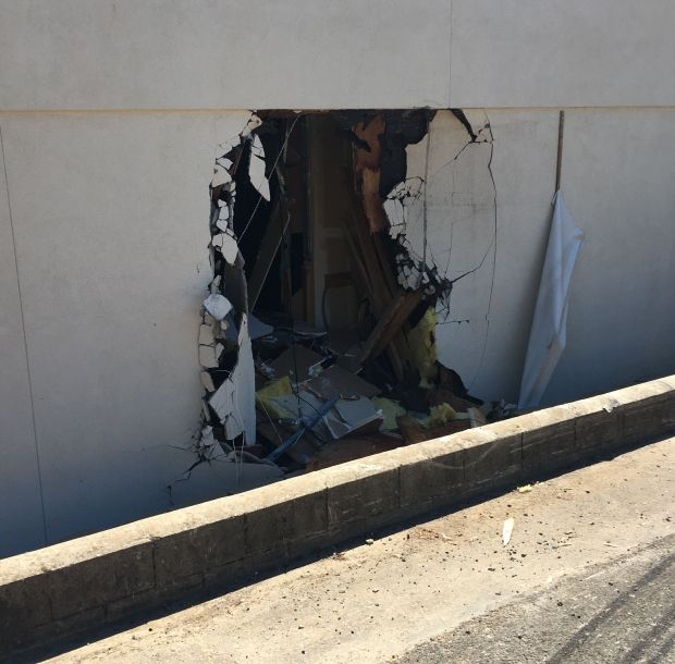 Driver sent to hospital after car hits laundromat – Paradise Post