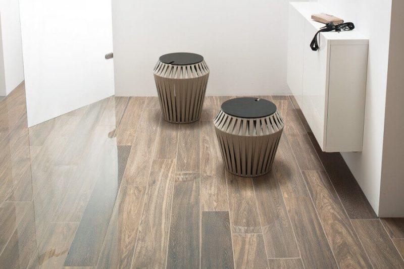 aranzacja-jasnego-przedpokoju-wood-natural-lappato-ceramika-paradyz