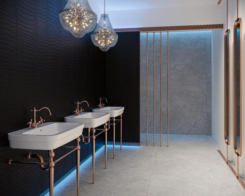 Łazienka hotelowa wstylu glamour toniecodzienne rozwiązanie, aledzięki wężowemu, czarnemu motywowi naścianie, kryształowym żyrandolom izłotym dodatkom napewno nadługo zapadnie wpamięć.