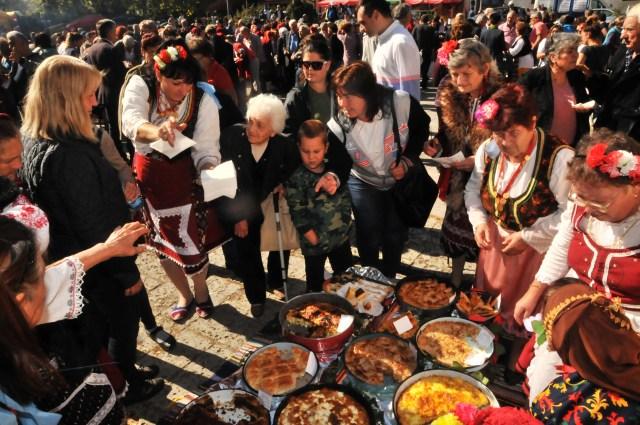 За броени минути вкусните ястия бяха издегустирани от посетителите на фестивала