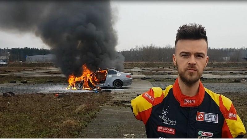 Bartosz Ostalowski auto w plomieniach