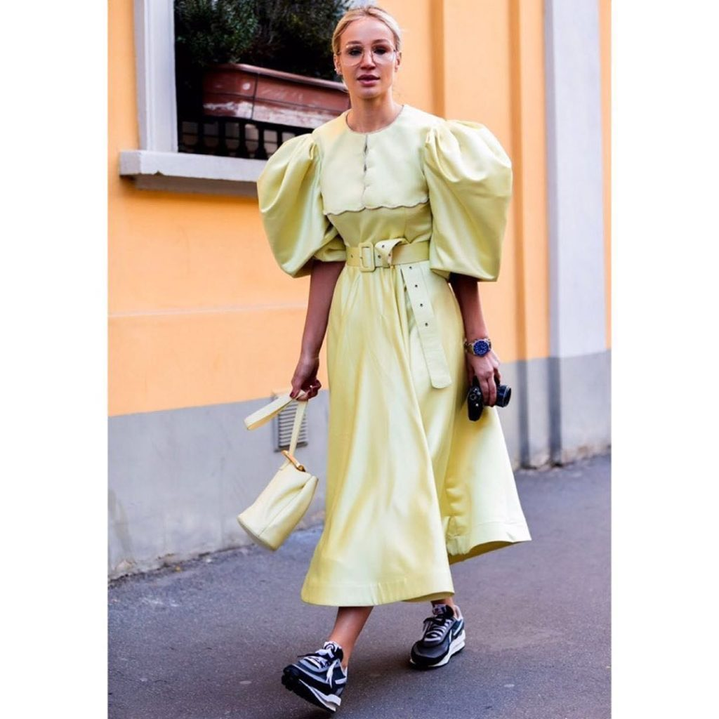 El street style adoptó este complicado ítem de moda. Fotos: IG
