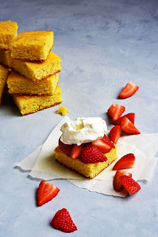 Cornmeal skillet cake