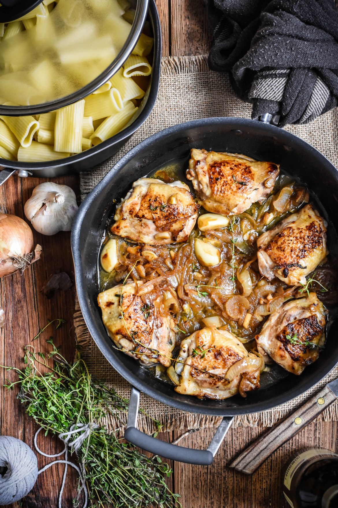 Braised Chicken Thighs with Garlic and Onion
