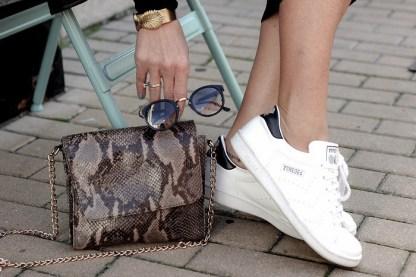 Zapatillas-blancas-para-brillar-en-primavera-3