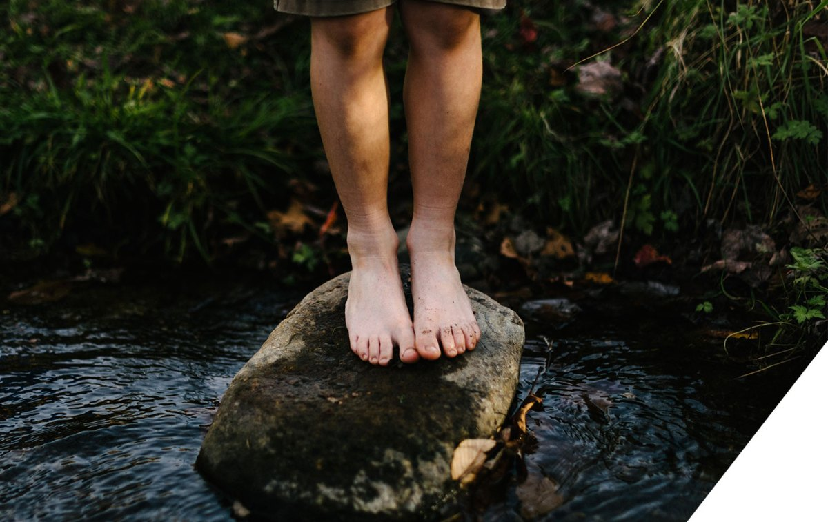 Earthing: los beneficios de andar descalzos