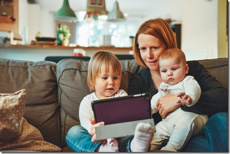 Au sujet des mère et des belle-mères (Photo d'Alexander Dummer)