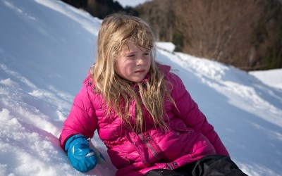 Can children get sick from going outside without a coat?