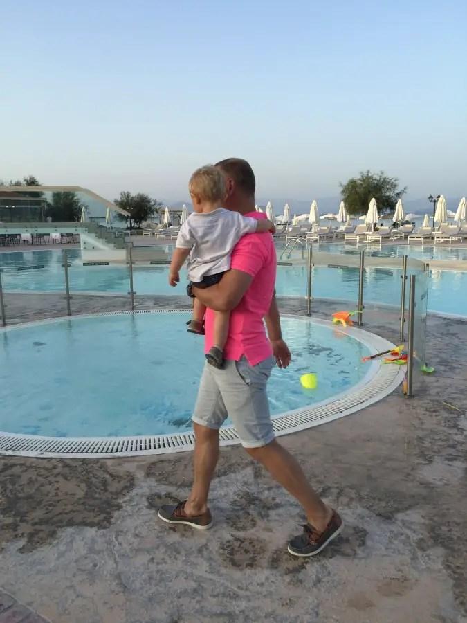 voyager en all inclusive avec bébé - Corfou grèce