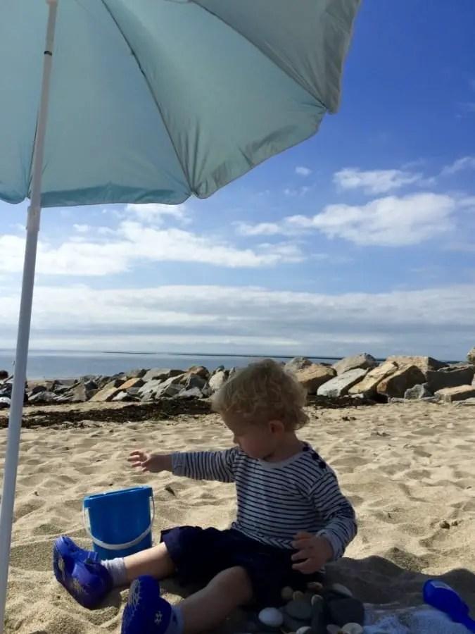 plage, enfant,canicule,chaleur, se protéger du soleil, anti-uv