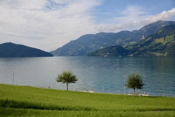 Lac de Lucerne blog-de-voyage-voyage-en-famille-parents-blog-de-maman-voyage-avec-bebe-destination-enfants-roadtrip-italie-toscane-suisse-itineraire-lucerne-autoroute-vignette-airbnbthumb_dsc_0425_102